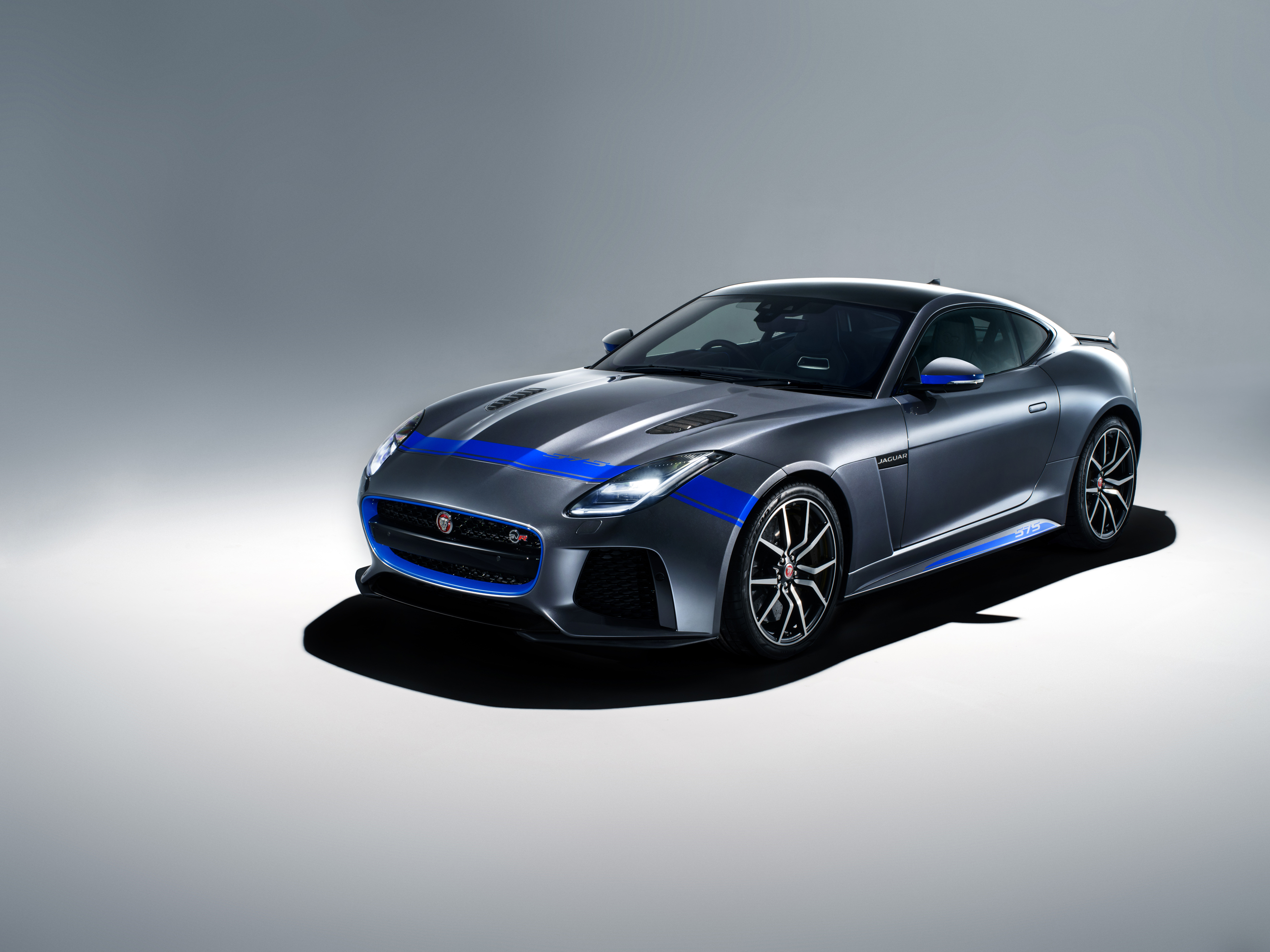 New Graphic Pack Adds Visual Muscle To 575ps Jaguar F Type Svr Supercar Jaguar Homepage International