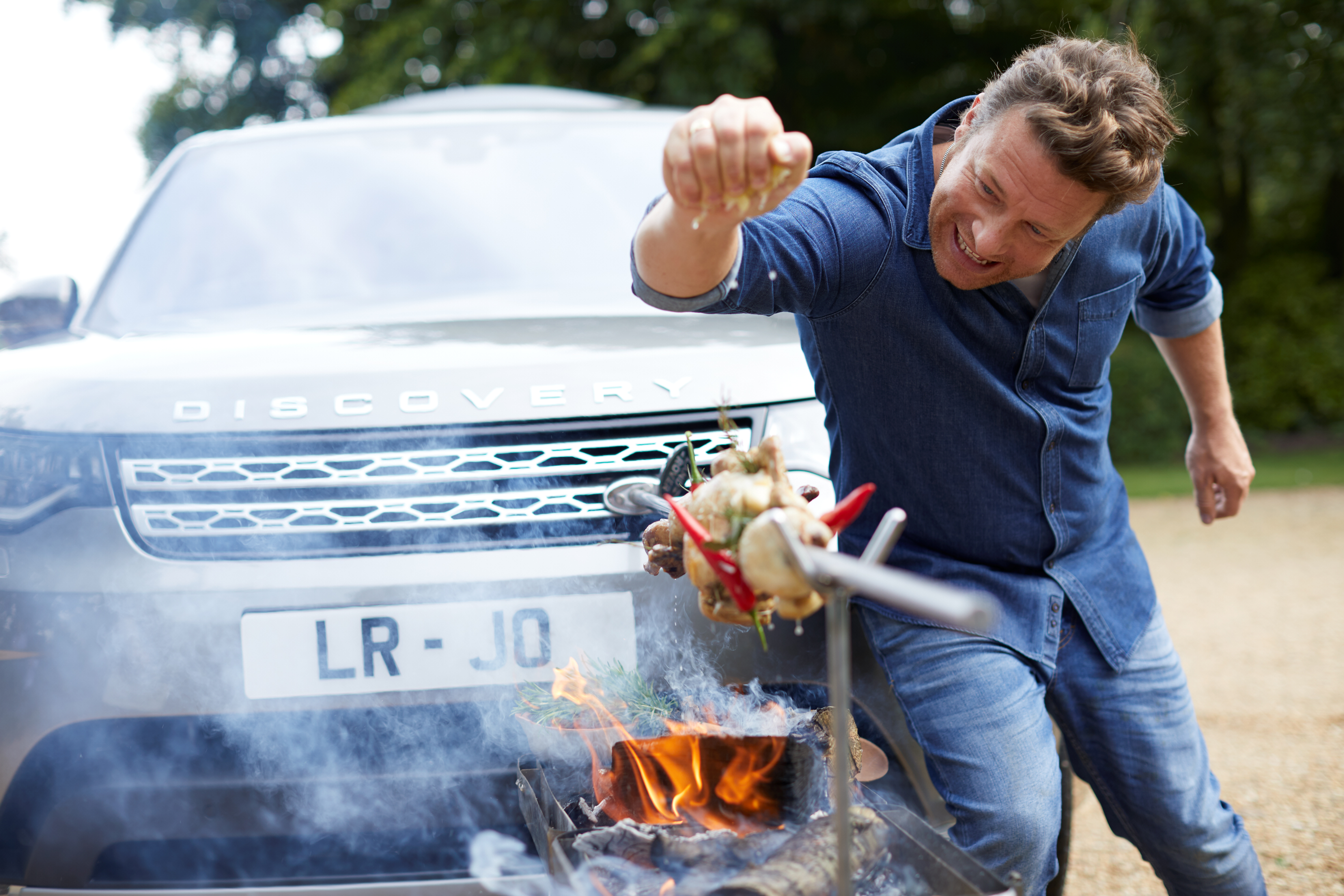 Land Rover Designs Jamie Oliver S Dream Kitchen On The Go With Land