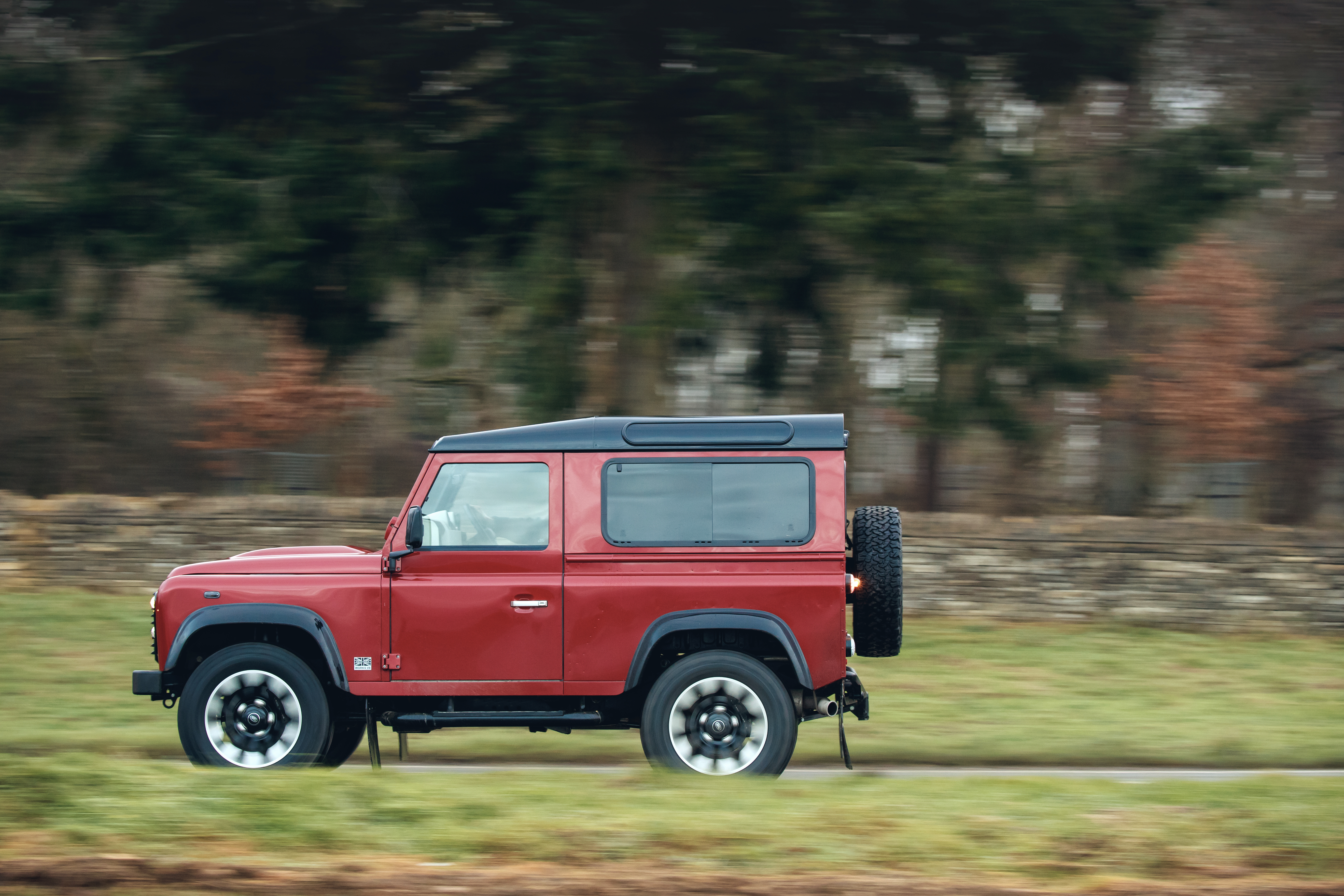 DEFENDER LIVES ON: LAND ROVER LAUNCHES V8 EDITION TO