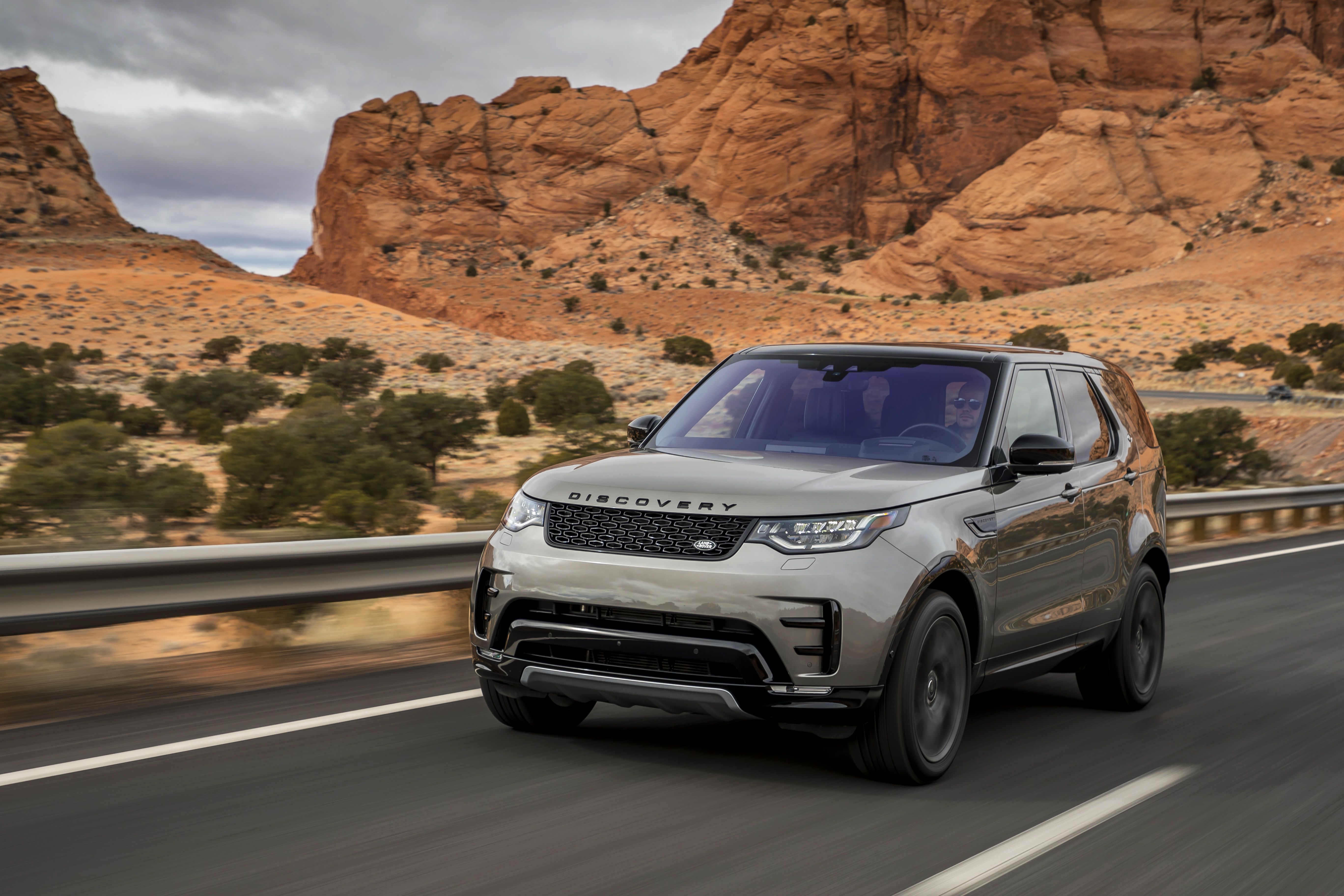 NEW ENGINE AND SAFETY TECH FOR LAND ROVER DISCOVERY | Land