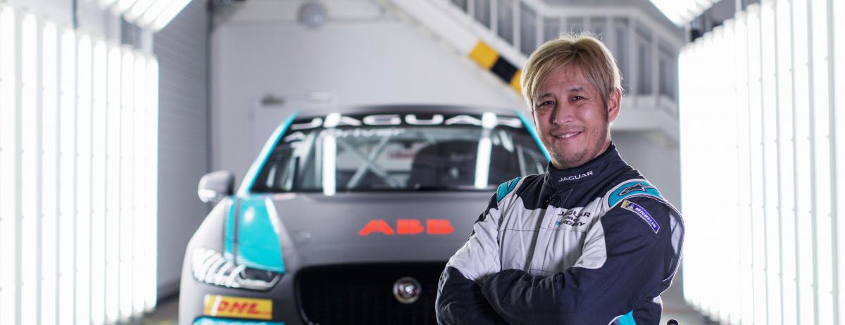 Querschnittsgelähmter Rennfahrer Takuma Aoki startet im Jaguar I-PACE eTROPHY Rennwagen in Mexiko City