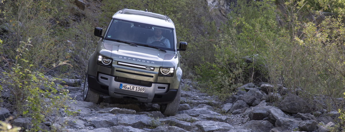 Defender 110 (D240), Indus Silver and Pangea Green - Off Road images (Wülfrath)