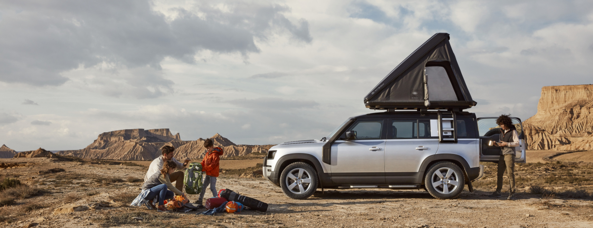 Land Rover Defender camping