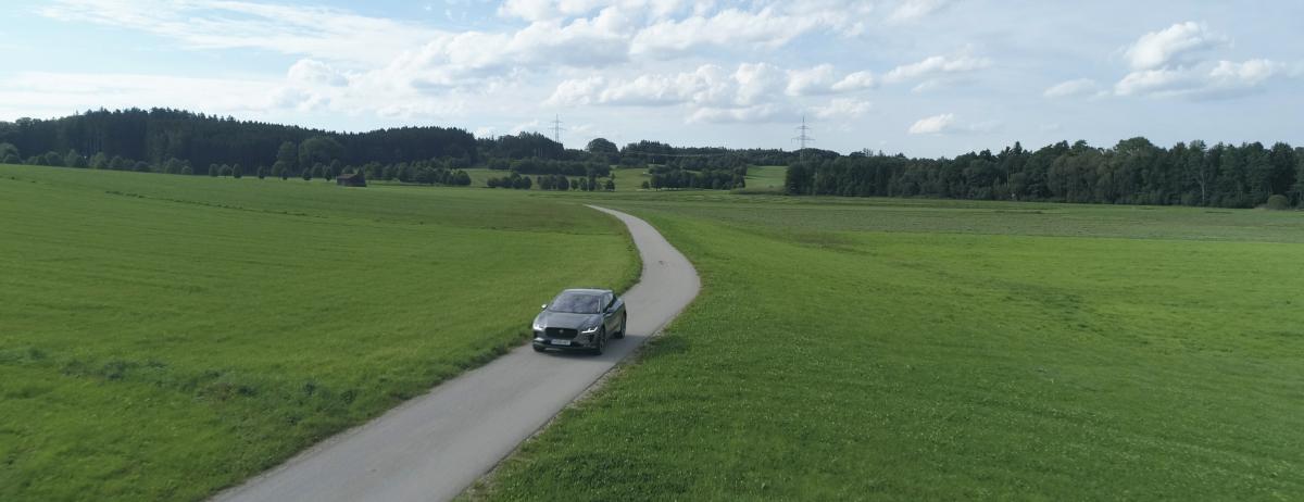 Von Berlin über den Nürburgring nach Graz: Nach Abschluss der elektrischen Motorsportsaison geht Jaguar mit dem neuen I-PACE auf einen 2000 Kilometer langen Roadtrip