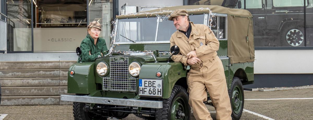 Erfolgskomponist Harold Faltermeyer fährt seinen restaurierten  Land Rover der Serie I zu Weihnachten nach Hause