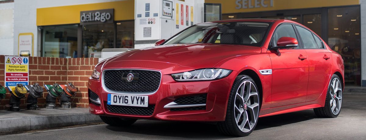 JAGUAR AND SHELL LAUNCH WORLD'S FIRST IN-CAR PAYMENT SYSTEM - JUST FILL UP AND GO AS YOUR CAR PAYS FOR YOU
