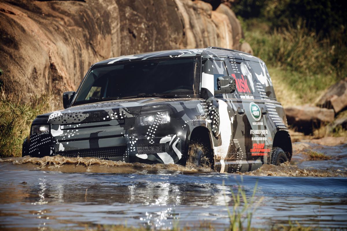 Praxistests im Löwenschutz: Neuer Land Rover Defender  besteht in Kenia härteste Anforderungen