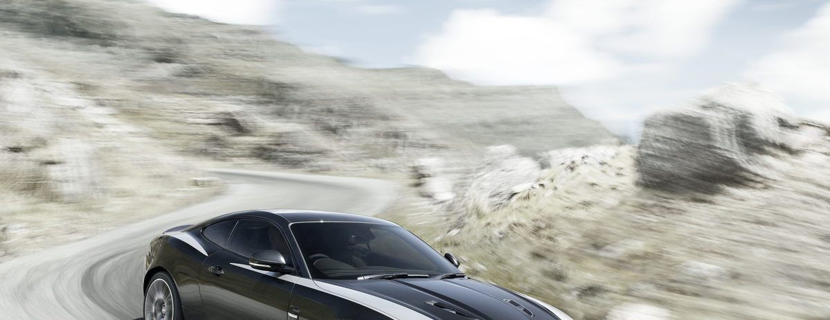 XKR 11MY 75 Driving