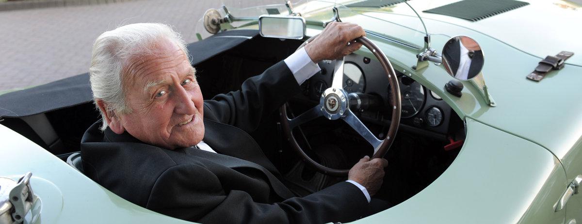 Legendärer Jaguar Cheftestfahrer und Rennfahrer Norman Dewis OBE starb im Alter von 98 Jahren