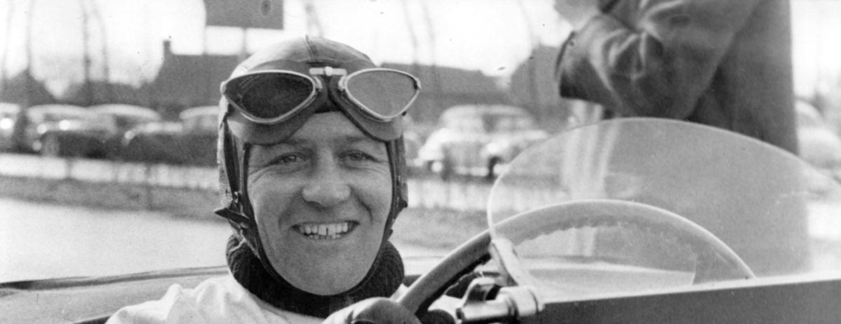 Lebende Jaguar Legende Norman Dewis erhält den Verdienstorden OBE (Order Of The Britsh Empire)