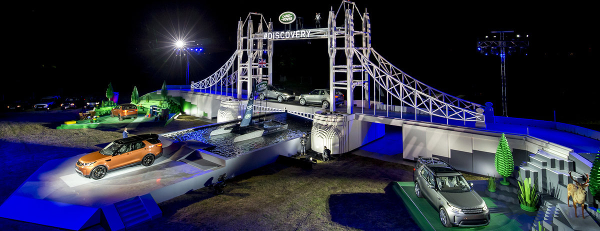 FOLLOW THE LAND ROVER BRICK ROAD - NEW DISCOVERY MAKES DEBUT ON GIANT LEGO TOWER BRIDGE