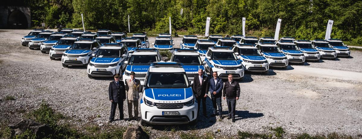 Autohaus La Linea übergibt weitere drei Land Rover Discovery an das BMI