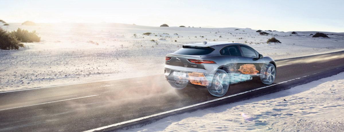 Der Motor und Antrieb des vollelektrischen Jaguar I-PACE wird von internationalen Journalisten ausgezeichnet