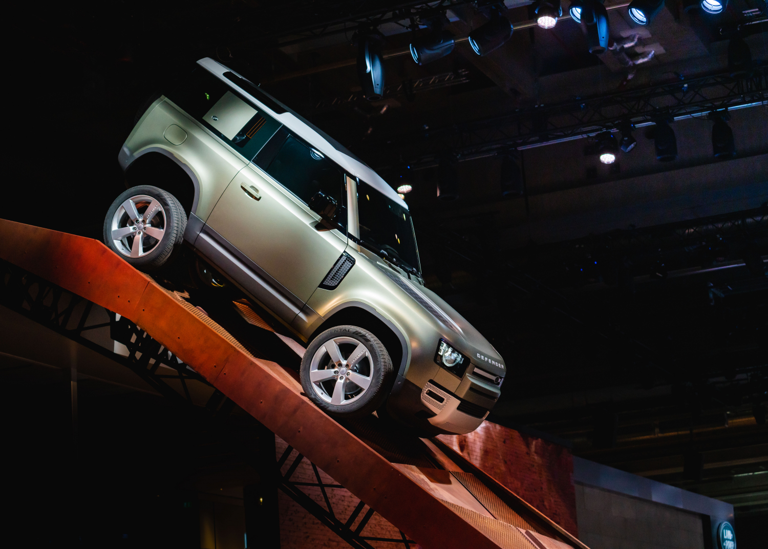 NEW DEFENDER MAKES SHOW-STOPPING ARRIVAL FOR ITS GLOBAL DEBUT AT FRANKFURT MOTOR SHOW