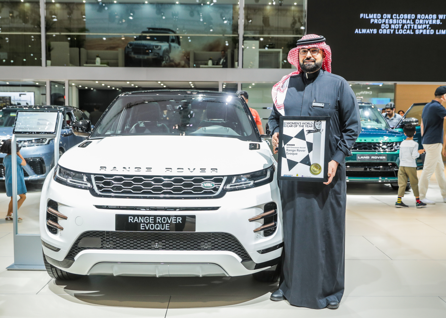 NEW EVOQUE WINS BEST SUV/CROSSOVER AT WWCOTY AWARDS
