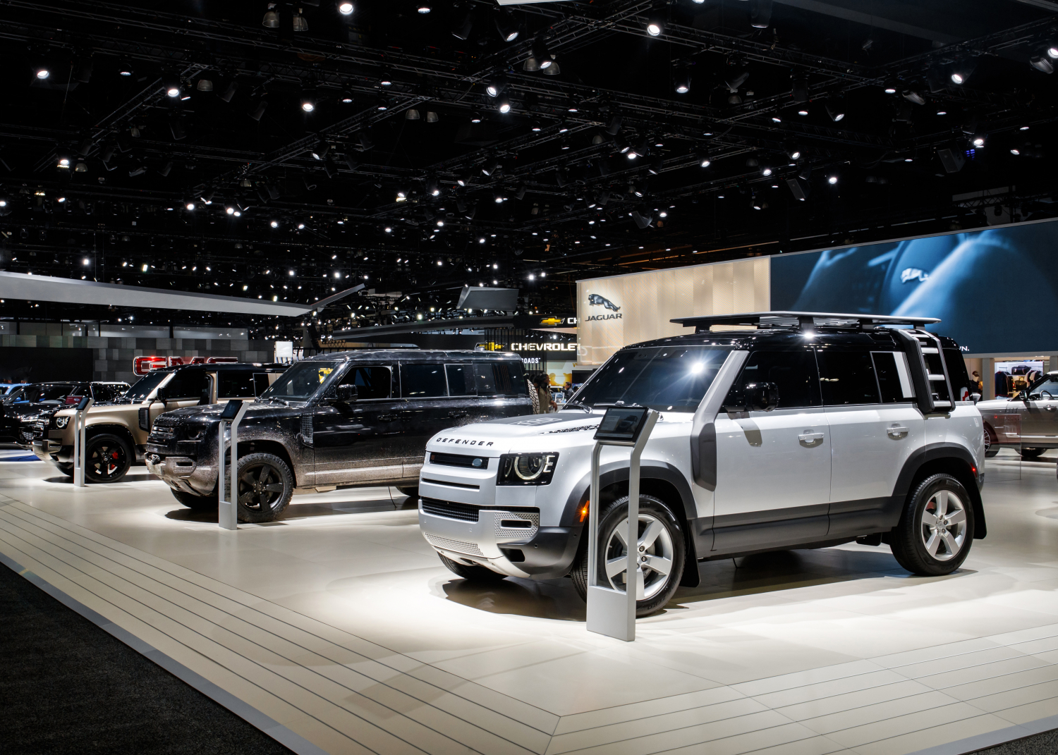 NEW DEFENDER MAKES NORTH AMERICAN DEBUT AT LA AUTO SHOW