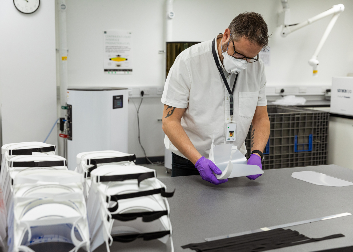 Jaguar and Land Rover Coronavirus Support: Delivery of 3d-printed Visors Begins and more than 300 Vehicles Deployed Globally to Support Emergency Response - Image 1