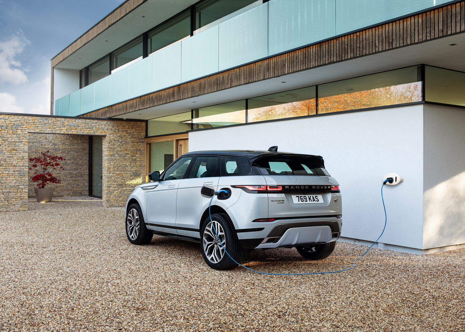 Bestselling Evoque and Discovery Sport Suvs now Available as Plug-in Hybrids with All-electric Range of up to 66km - Image 2
