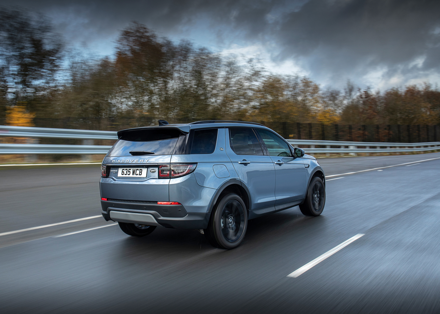 LAND ROVER DISCOVERY SPORT NOW AVAILABLE AS PLUG-IN HYBRID WITH RAPID CHARGING AND IMPRESSIVE RANGE