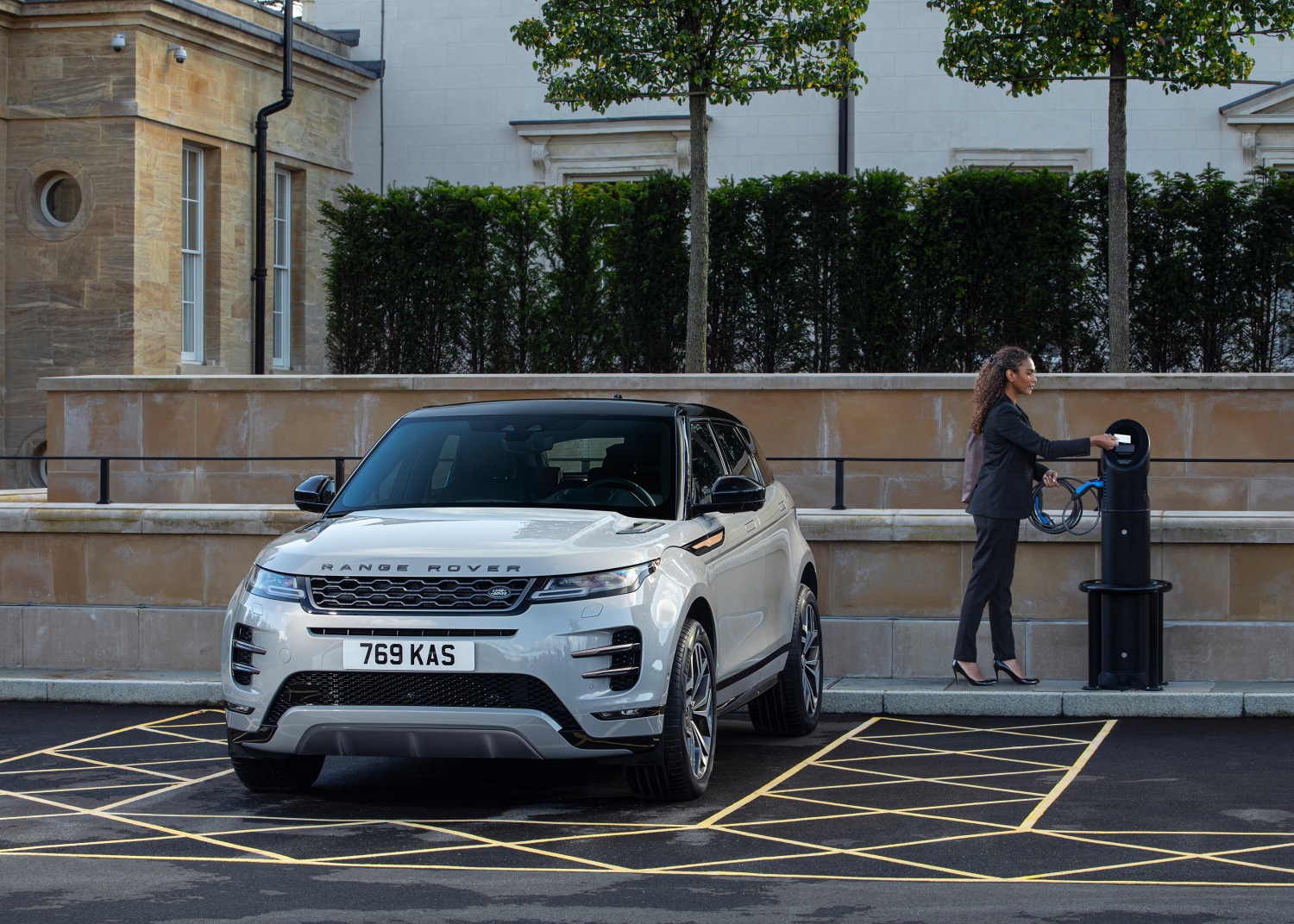 BESTSELLING RANGE ROVER EVOQUE NOW AVAILABLE AS PLUG-IN HYBRID