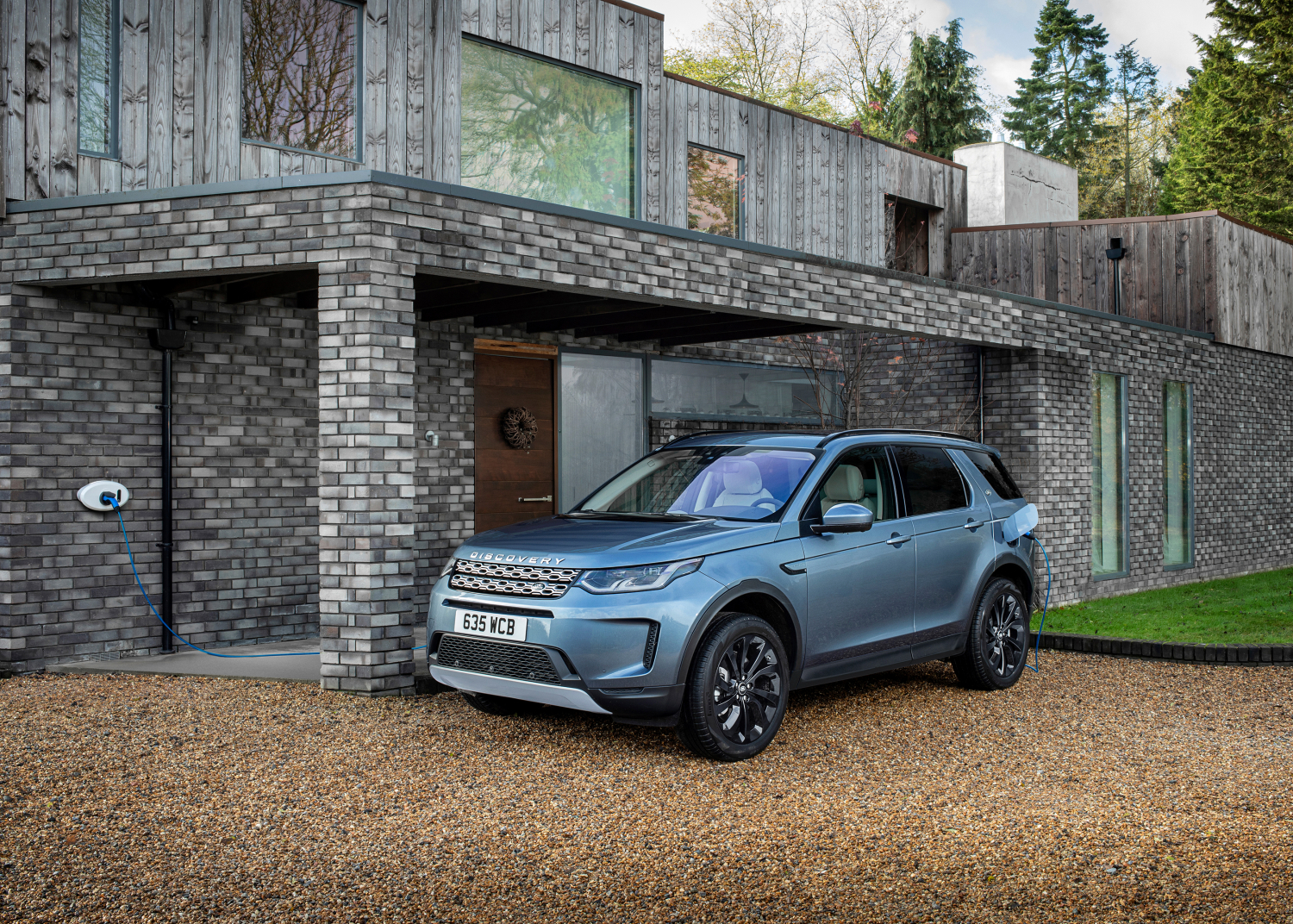 Bestselling Evoque and Discovery Sport Suvs now Available as Plug-in Hybrids with All-electric Range of up to 66km - Image 1