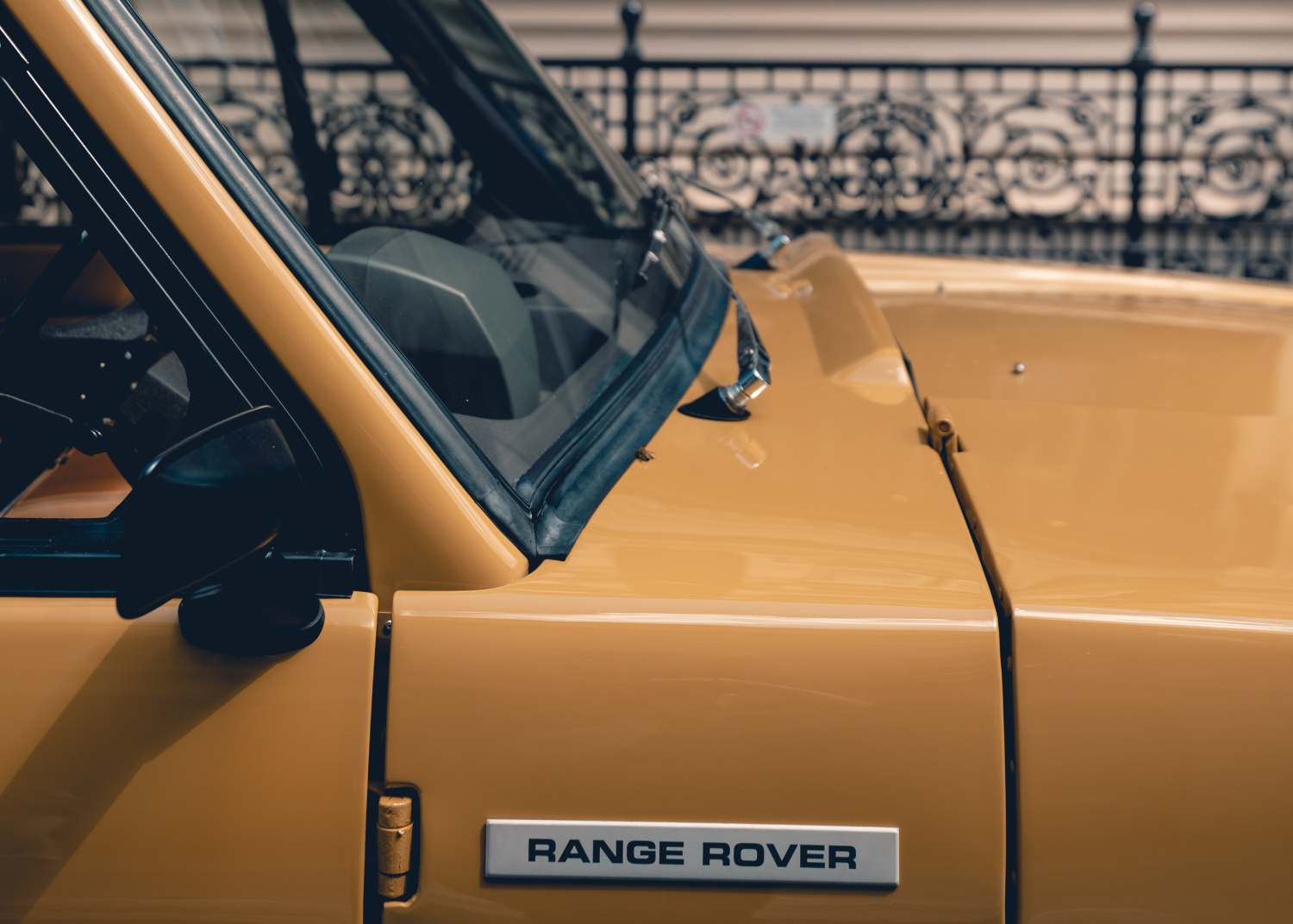 LAND ROVER AND HENRY POOLE CREATE UNIQUE FABRIC TO CELEBRATE 50 YEARS OF RANGE ROVER