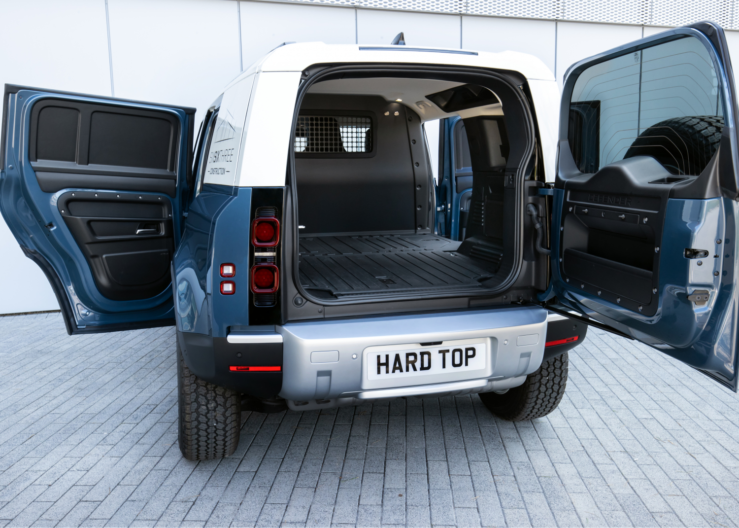 Land Rover Defender Hard Top: most Rugged and Durable Commercial Vehicle on Sale now - Image 5