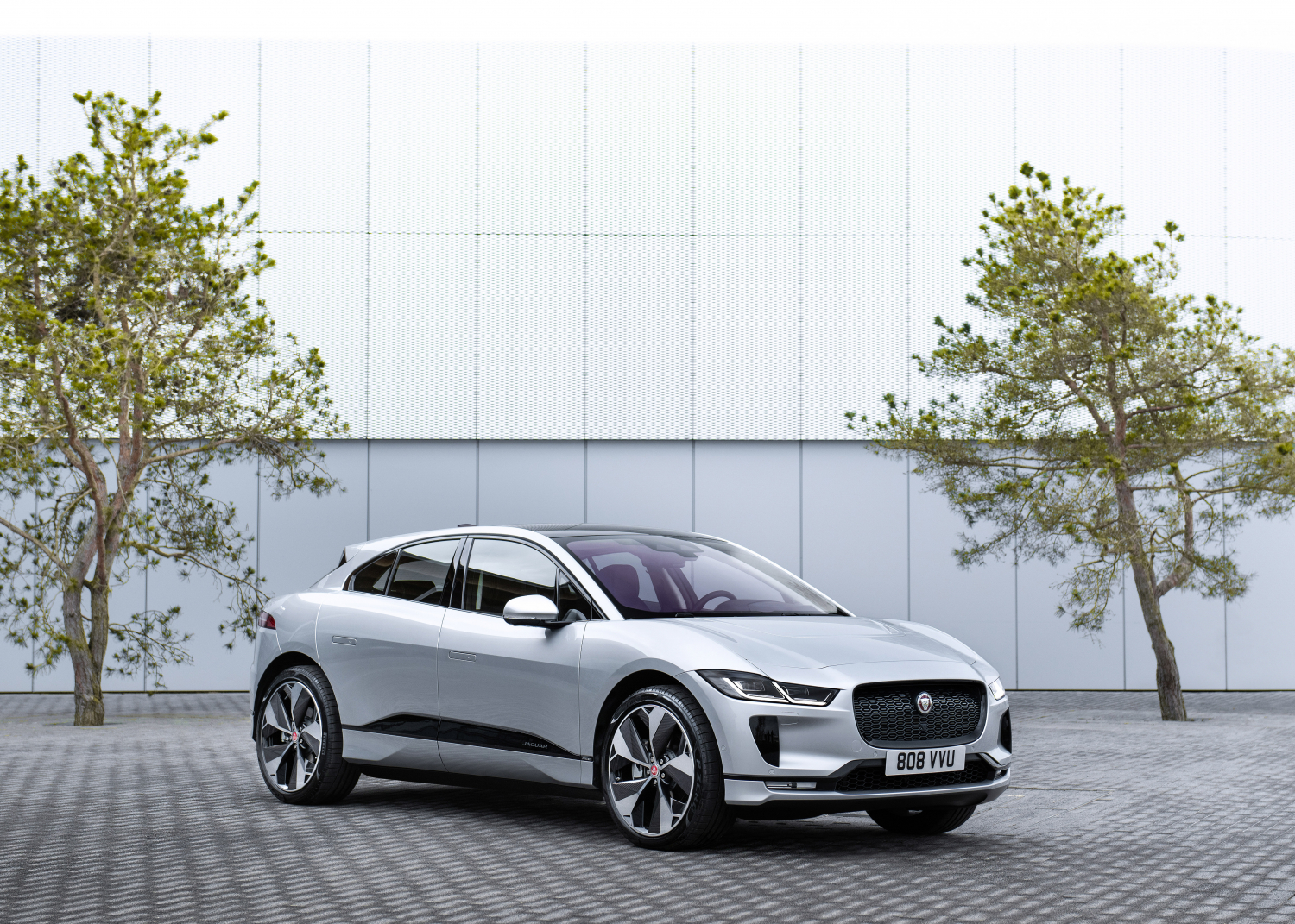 Jaguar and Land Rover Partner with World Ev Day to Celebrate Electric Vehicle Ownership Worldwide - Image 1