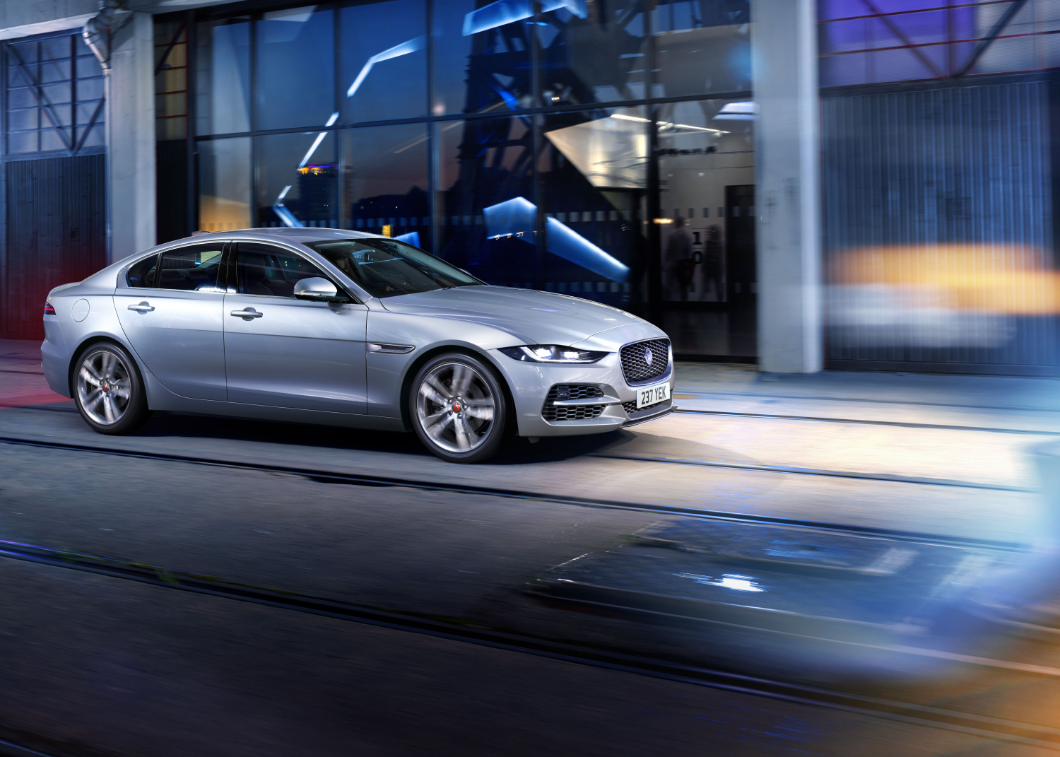 Jaguar Xe: Updated with New Connected Technologies and Mild-hybrid Power - Image 3