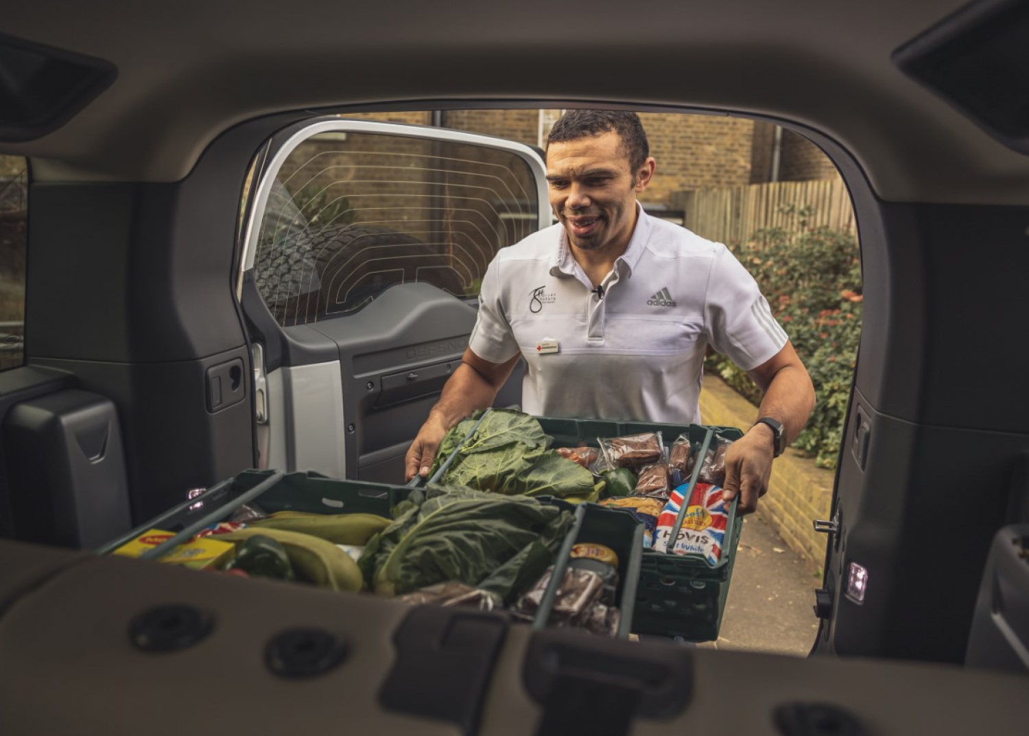Rugby Legend Bryan Habana and Land Rover Support Red Cross in Coronavirus Pandemic - Image 3