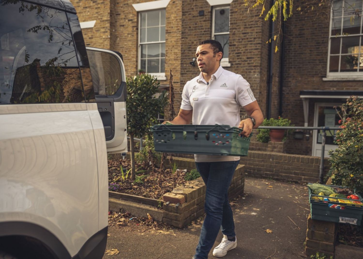 Rugby Legend Bryan Habana and Land Rover Support Red Cross in Coronavirus Pandemic - Image 1