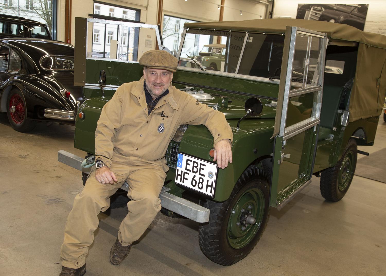 Erfolgskomponist Harold Faltermeyer fährt seinen restaurierten  Land Rover der Serie I zu Weihnachten nach Hause - Bilder