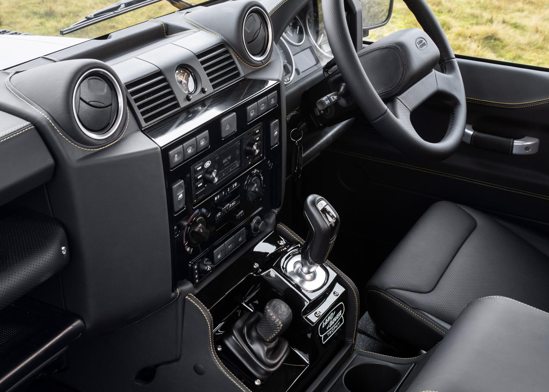 Bilder - Bereit für Expedition und Abenteuer: Land Rover Classic  präsentiert exklusives Sondermodell Defender Works V8 Trophy