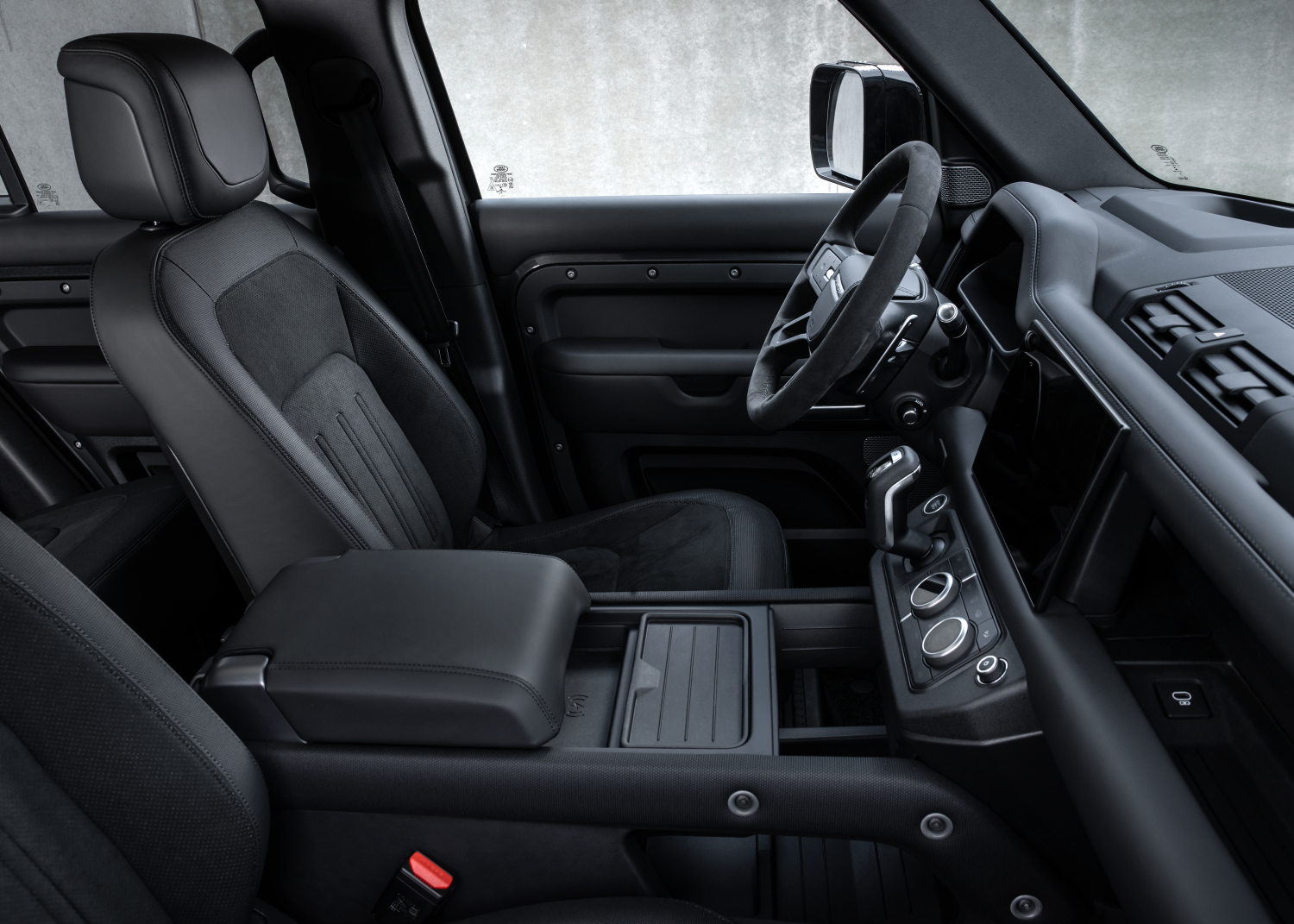 The Power of Choice: Potent New Defender V8 and Exclusive Special Editions Join the Range - Image 5
