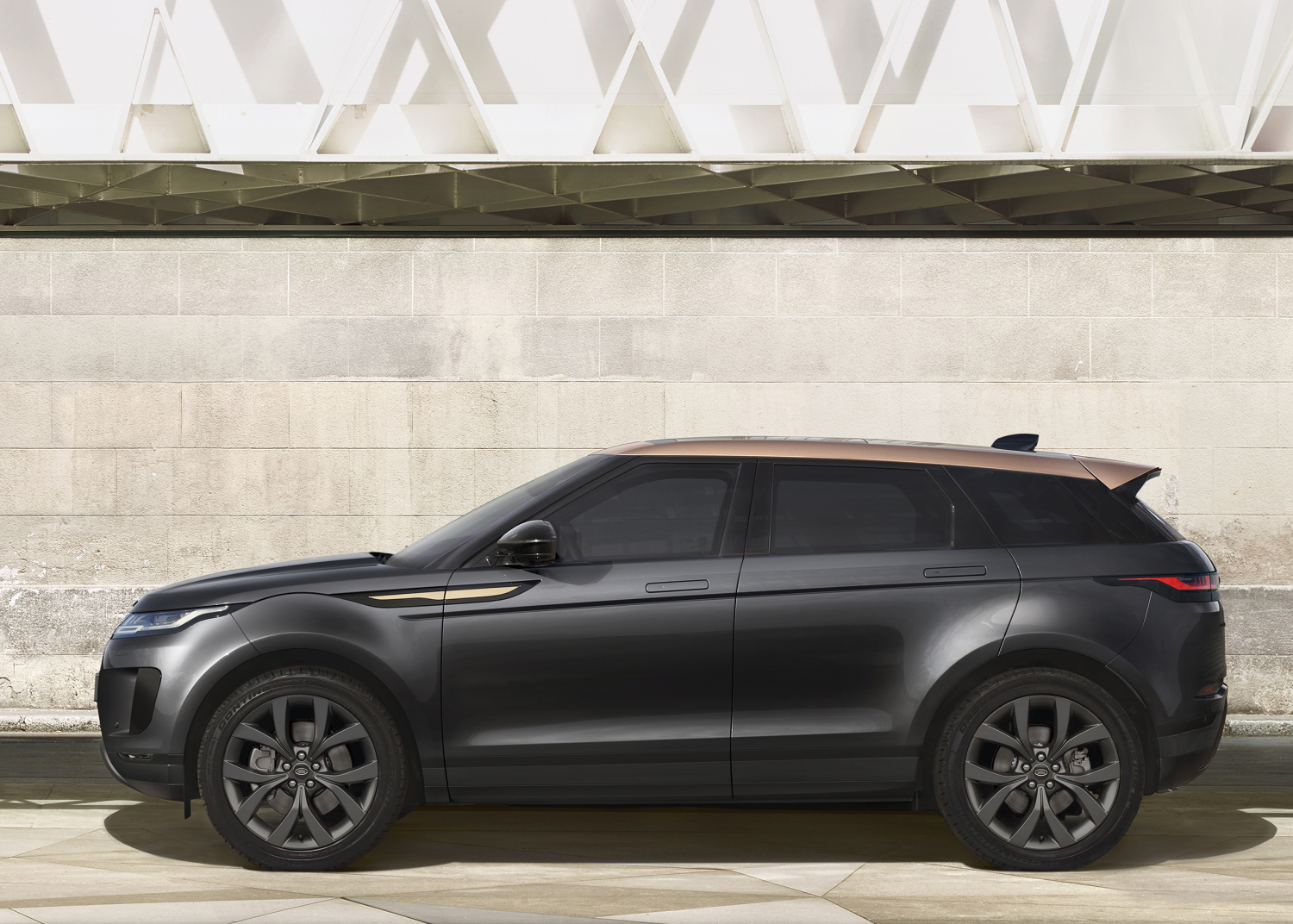 Elegant New Bronze Collection Edition and Sporty P300 Hst Broaden Range Rover Evoque Line-up - Image 4