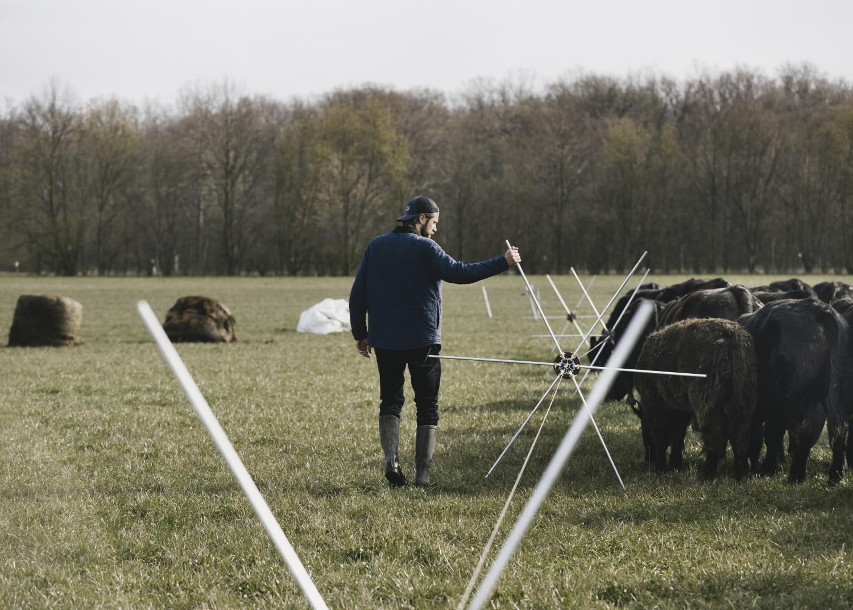 Land Rover Defender Hard Top begleitet Benedikt Bösel auf seinem innovativen Weg zur Landwirtschaft der Zukunft