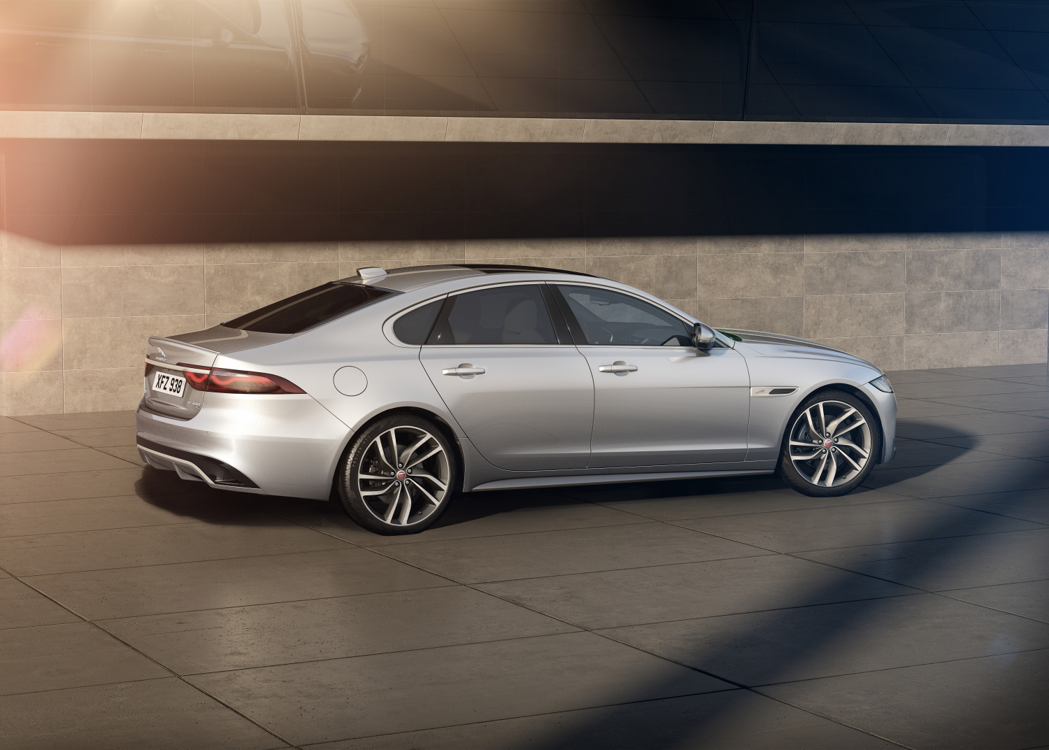 XF Saloon R-Dynamic HSE – Hakuba Silver with Light Oyster Interior