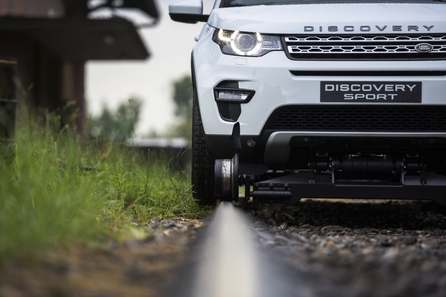 Semi-Autonomous Tech Helps Discovery Sport Pull 108-Tonne Train