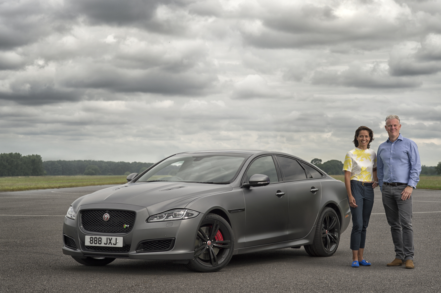 NEW JAGUAR XJR575 HOSTS 186MPH INTERVIEW - Amanda Stretton, TV presenter and race driver, with Wayne Burgess, Production Studio Director and SVO Projects, Jaguar