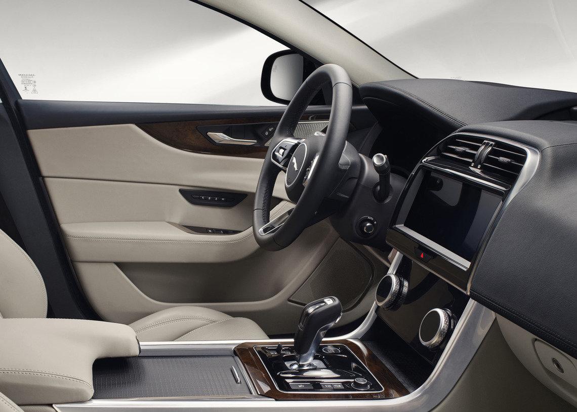 Nouvelle Jaguar XE: intérieur