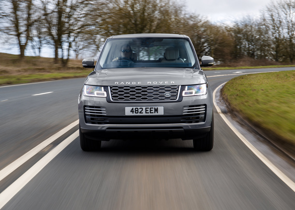 STRAIGHT-SIX PERFORMANCE AND EFFICIENT MILD HYBRID REFINEMENT FOR RANGE ROVER