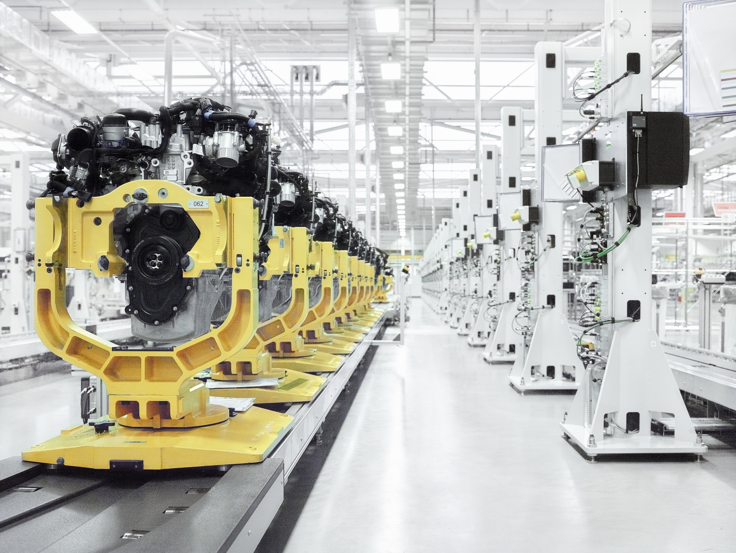 Jaguar Land Rover Opens its State-of-the-art Engine Manufacturing Centre