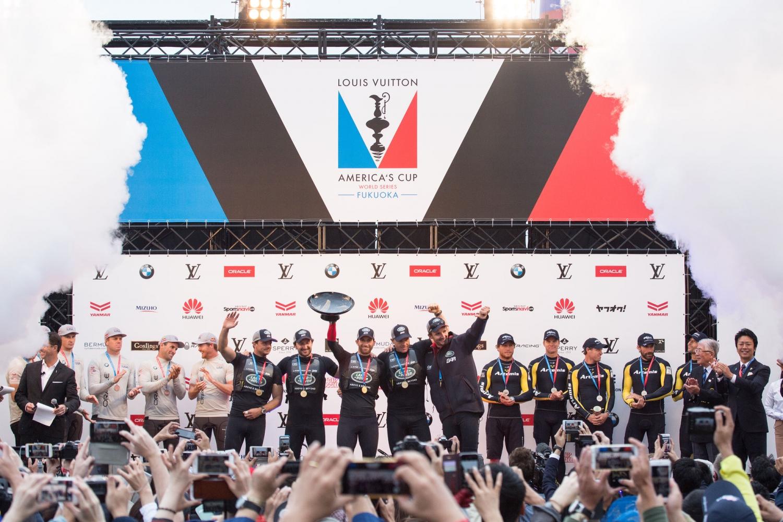 L'ÉQUIPE BRITANNIQUE LAND ROVER BAR REMPORTE LES AMERICA'S CUP WORLD SERIES (ACWS)