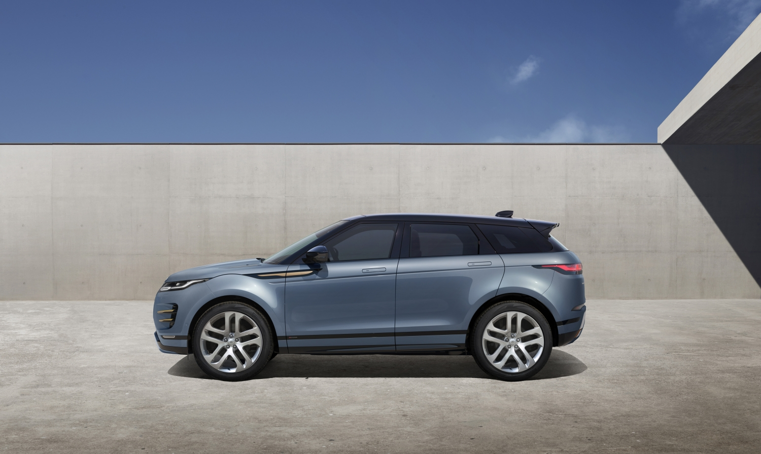 Studio – New Range Rover Evoque