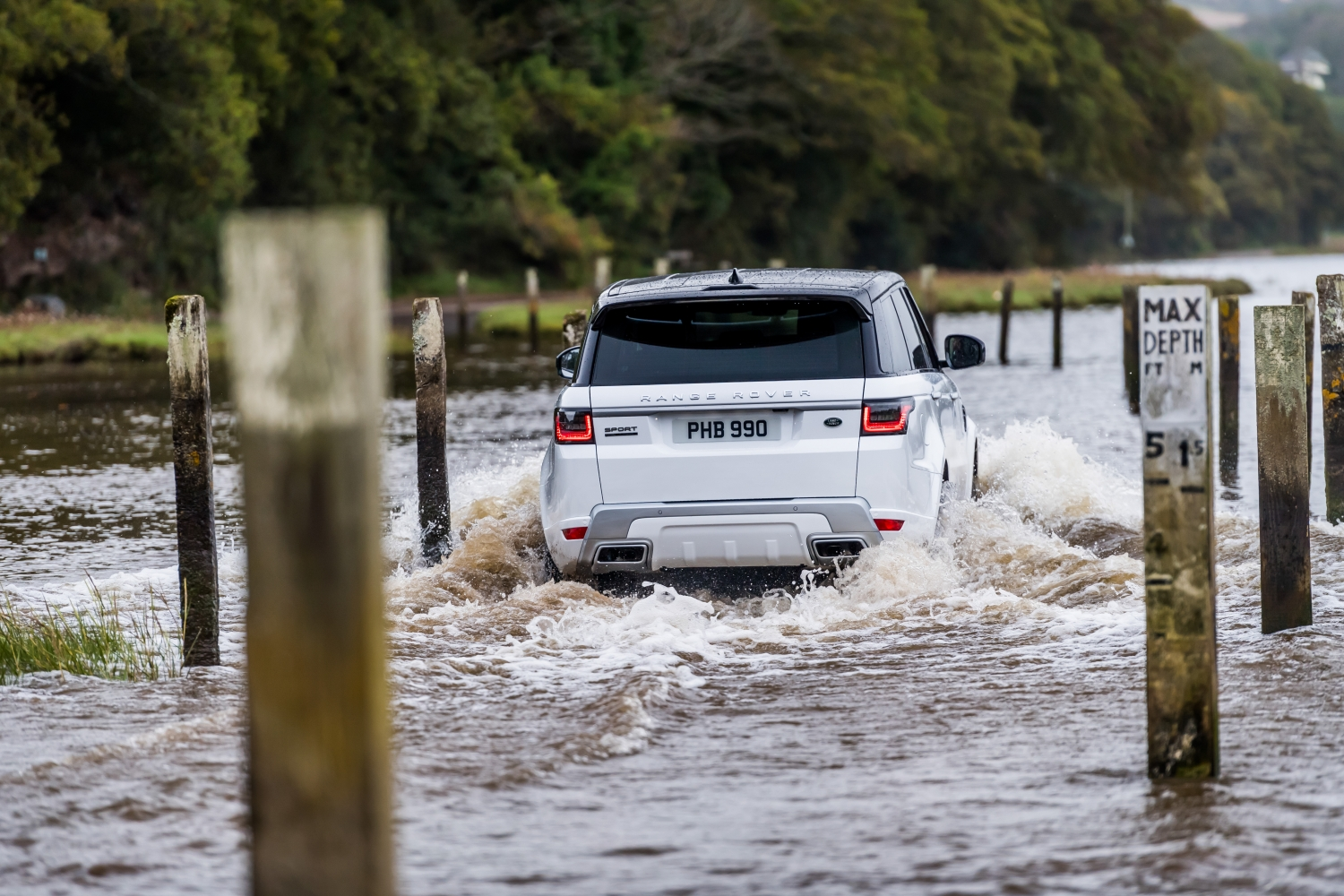 CHALLENGE ACCEPTED: NEW RANGE ROVER SPORT CONQUERS LAND AND SEA IN UNIQUE POINT-TO-POINT