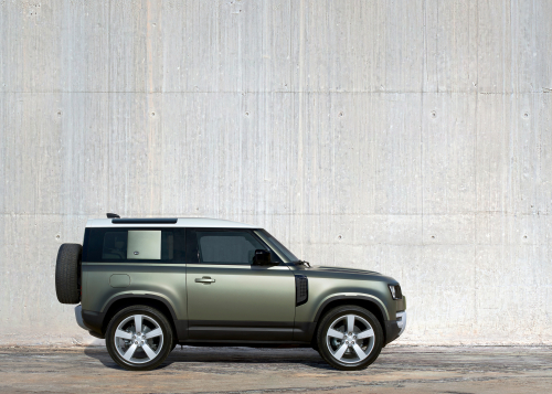 DISTINCTIVE SILHOUETTE - STATIC: THE NEW LAND ROVER DEFENDER