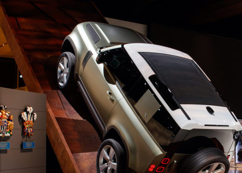 NEW DEFENDER MAKES GLOBAL DEBUT AT FRANKFURT MOTOR SHOW
