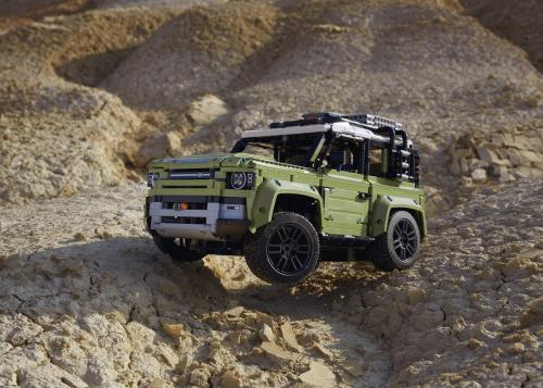 Die 4x4 Legende Land Rover Defender als LEGO Modell im detailgetreuen Nachbau mit 2.573 Einzelteilen