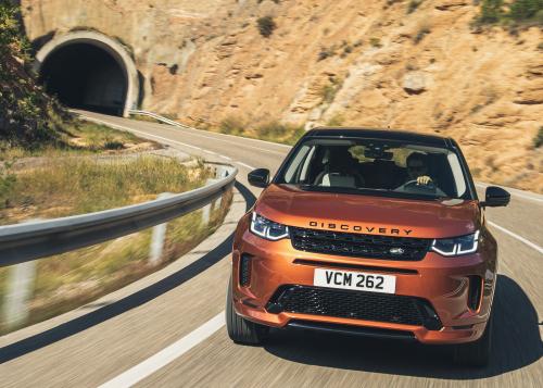 Der neue Land Rover Discovery Sport startet in Deutschland - Auswahl Namib Orange