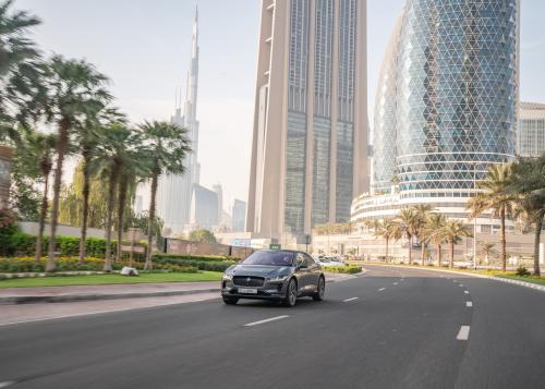 Un prototipo della Jaguar I-PACE a guida autonoma percorre per la prima volta le strade di Dubai